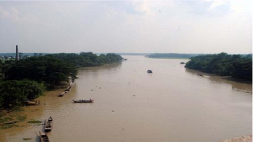 দক্ষিণাঞ্চলে নদীর গভীরতা কমায় বিঘ্ন হচ্ছে নৌ চলাচল