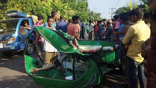 Four killed in road accident in Sherpur
