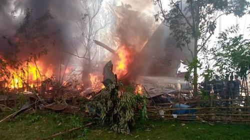 Philippines military plane crashes with 85 on board