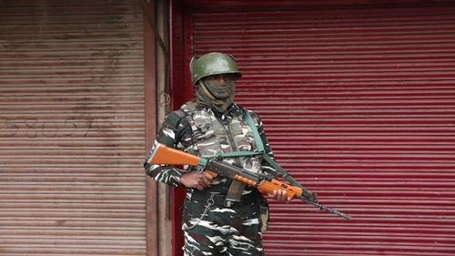 Two Indian soldiers among several killed in Kashmir