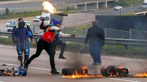 S Africa violence spreads after Jacob Zuma jailed