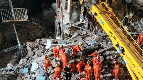 Hotel collapse in China kills 17