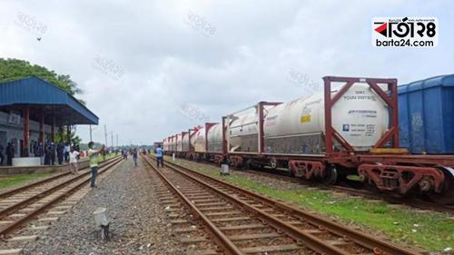 Oxygen Express from India arrives in Bangladesh