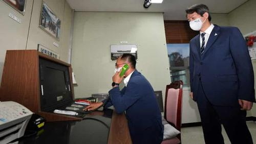 North and S Korea restore hotline after a year