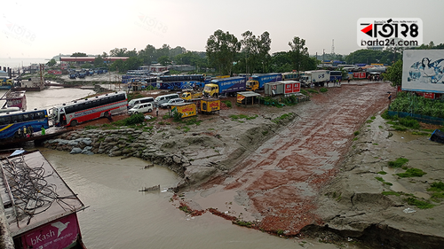 পদ্মার ভাঙনের হুমকিতে পাটুরিয়া ফেরিঘাট এলাকা