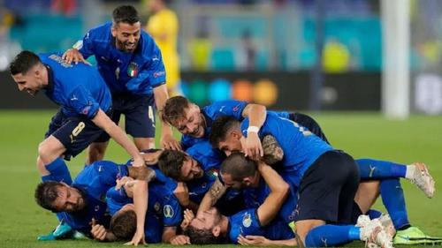 Italy becomes first team to advance to knockout phase
