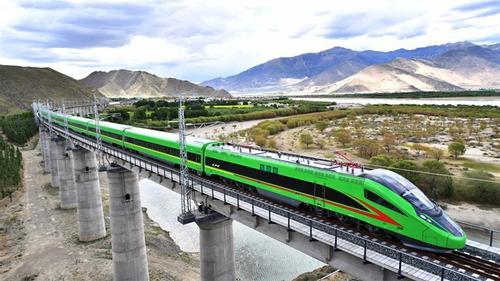 Bullet train debuts in Tibet