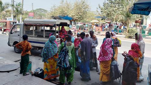 রাজশাহীতে দ্বিতীয় দিনের বাস ধর্মঘট, দুর্ভোগে যাত্রীরা