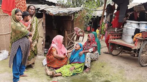 সিরাজগঞ্জে ট্রাকচাপায় ভ্যানচালক নিহত