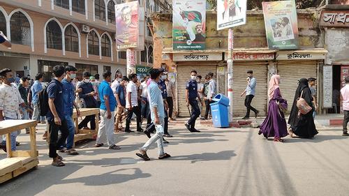 কুমিল্লায় র্যাব সদস্যকে চড়