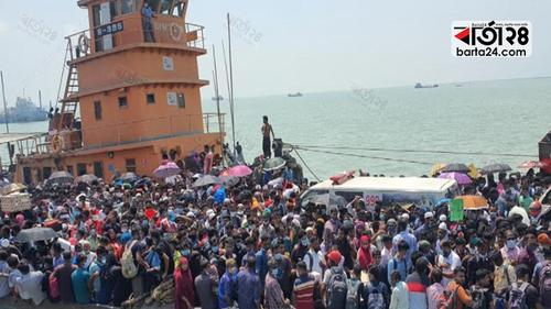 Five killed in stampeds on ferry in Padma