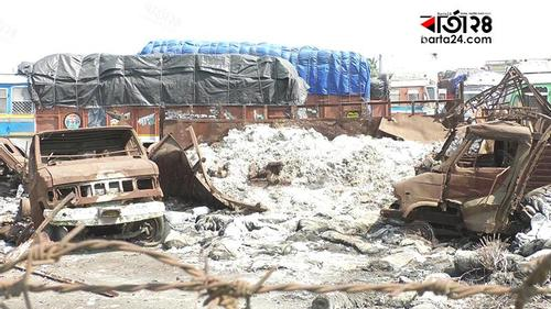 Piles of waste at Benapole land port creating enormous health risk