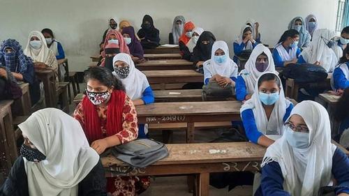 বরিশালে স্কুলে স্কুলে শিক্ষার্থীদের বাঁধভাঙা উল্লাস