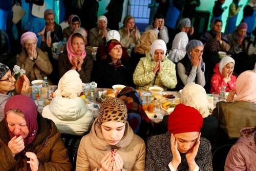 ভিন্ন ধর্মালবম্বীদের নিয়ে ইফতার করেন পর্তুগালের মুসলিমরা