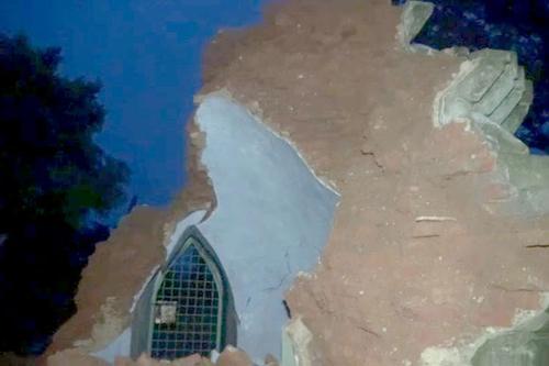 ভারী বর্ষণ, ধসে পড়েছে ২শ বছরের পুরোনো জাদি