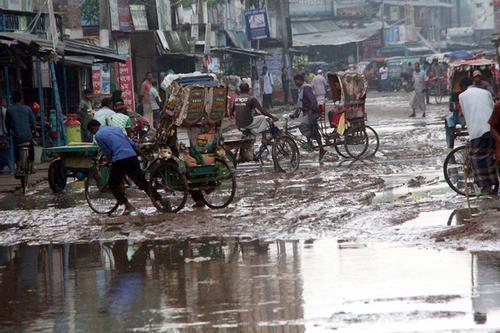 খানাখন্দে ভরা রসিকের সড়ক, ক্ষুব্ধ নগরবাসী
