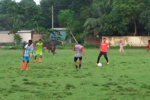 ক্রিকেটই নয়, ভালো ফুটবলও খেলেন মাশরাফি