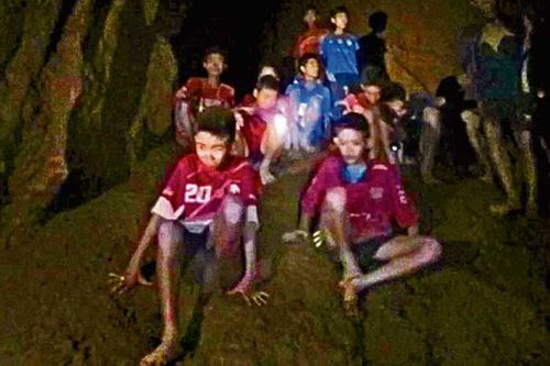 নয়দিন পর জীবিত খোঁজ মিলল থাই ফুটবলারদের