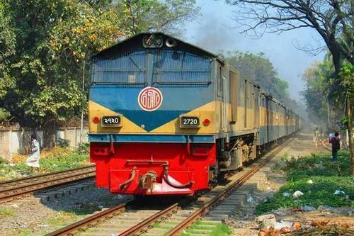 ঢাকা-সিলেট রুট: নতুন বাস নামে, ট্রেনের কোচ খুলে নেয় রেলওয়ে!