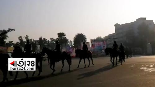 ঢাকার রাস্তায় অশ্বারোহী পুলিশ