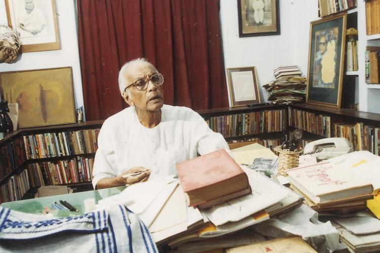 নীরেন্দ্রনাথ চক্রবর্তী। ছবি সৌজন্য: আনন্দবাজার আর্কাইভ