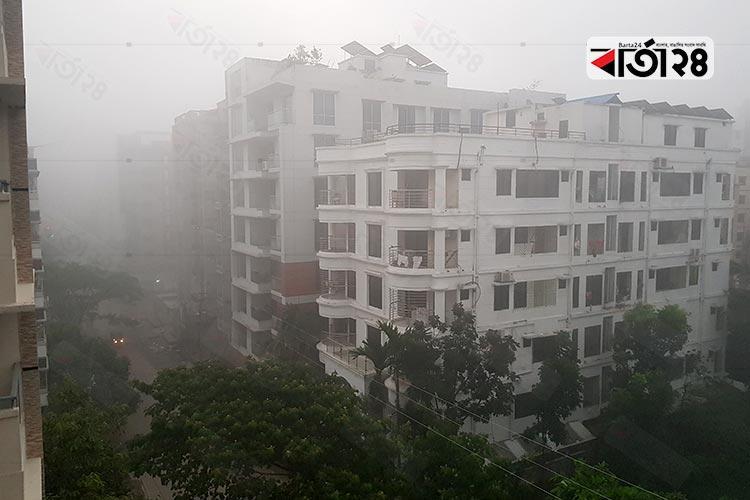 কুয়াশার বুক ভেসে রাজধানীতে হেমন্তের আগমন