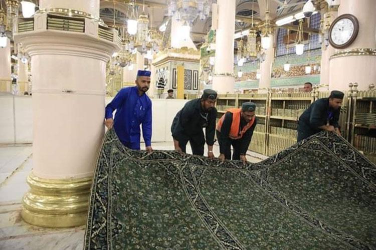 রমজান উপলক্ষে মসজিদে নববীতে নতুন সবুজ কার্পেট বিছানো হয়েছে, ছবি: সংগৃহীত
