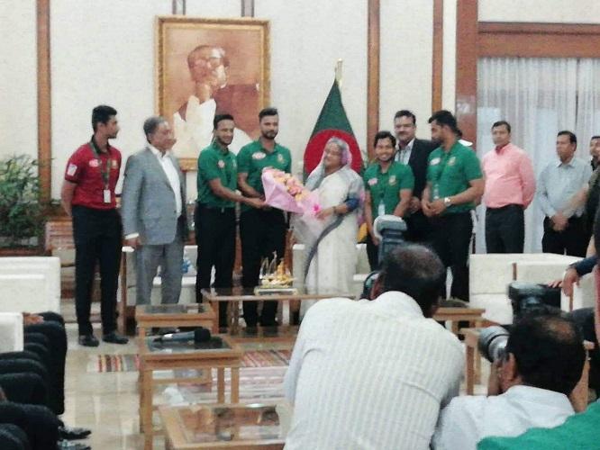 প্রধানমন্ত্রীর সঙ্গে সৌজন্য সাক্ষাৎ করেন জাতীয় দলের ক্রিকেটাররা, ছবি: সংগৃহীত