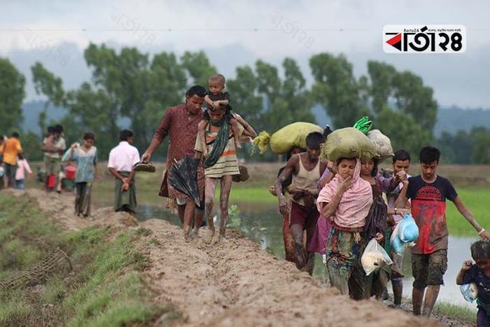 মিয়ানমার সেনাবাহিনীর নির্যাতনের শিকার হয়ে বাংলাদেশে আশ্রয় নেয় রোহিঙ্গারা, পুরনো ছবি