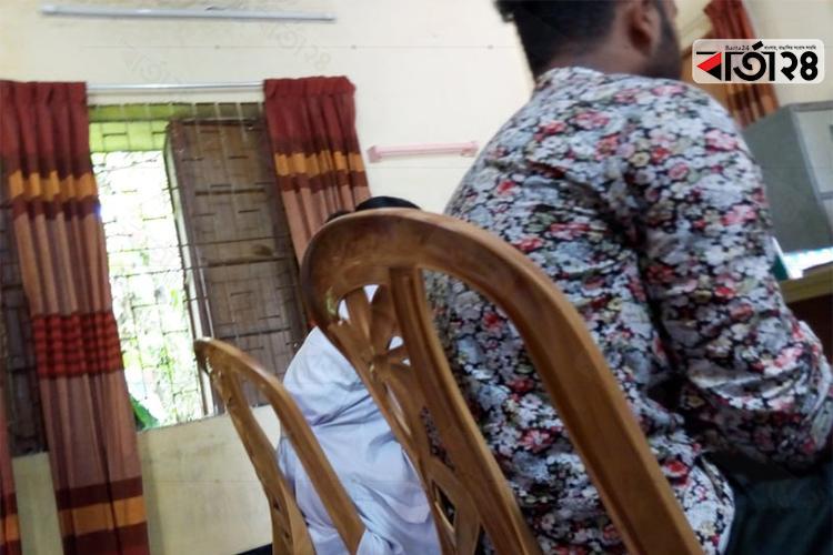 আটককৃত বহিরাগত প্রেমিক যুগল, ছবি: বার্তাটোয়েন্টিফোর.কম