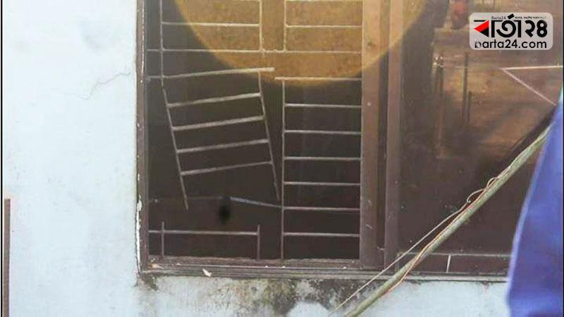 চোরেরদল জানালার গ্রিল কেটে ভেতরে প্রবেশ করে, ছবি: বার্তা২৪.কম