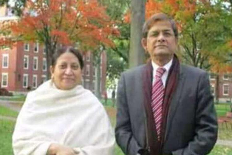 স্ত্রী রাহাত আরা বেগমের সাথে মির্জা ফখরুল, ছবি: সংগৃহীত
