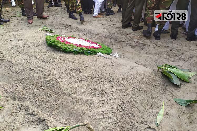 পল্লী নিবাসে হুসেইন মুহম্মদ এরশাদের কবর/ছবি: বার্তাটোয়েন্টিফোর.কম