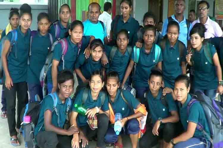 রাঙ্গাটুঙ্গির নারী ফুটবল খেলোয়াড়রা। ছবি: সংগৃহীত