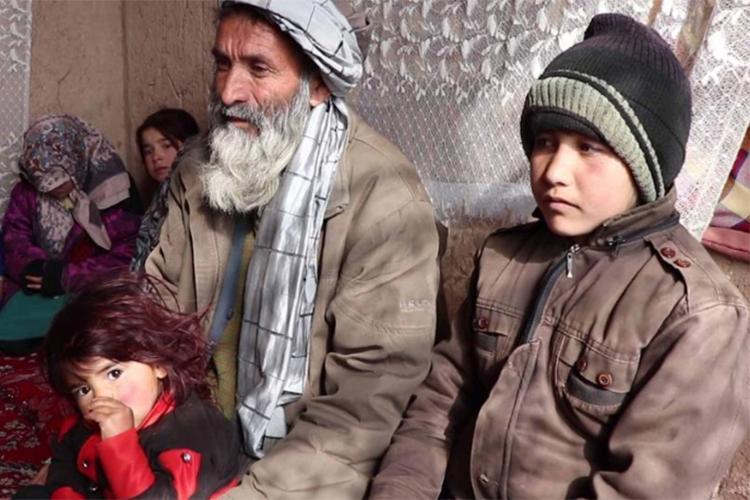 মেয়েকে ছেলে সাজিয়ে মানুষ করছে আফগান বাবা-মা