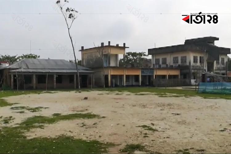 মোংলা উপজেলায় ফাঁকা ভোটকেন্দ্র, ছবি: বার্তা২৪