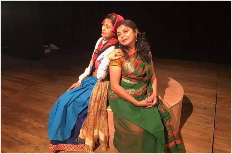 'সুতায় সুতায় হ্যানা ও শাপল' নাটকের দৃশ্য