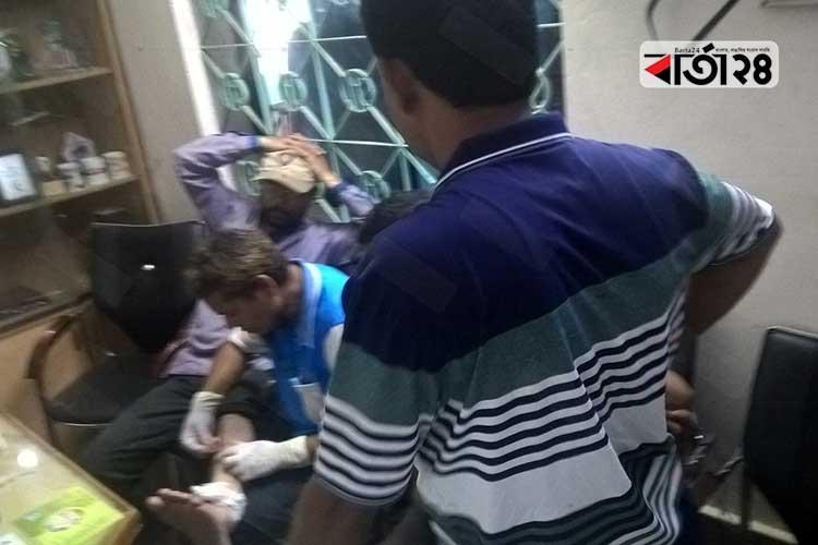 সাতক্ষীরা প্রেসক্লাবে হামলায় আহতরা। ছবি: বার্তা২৪.কম