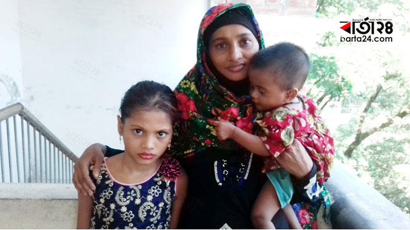 শিশু সুমাইয়াসহ তার মা ও বোন। ছবি: বার্তাটোয়েন্টিফোর.কম