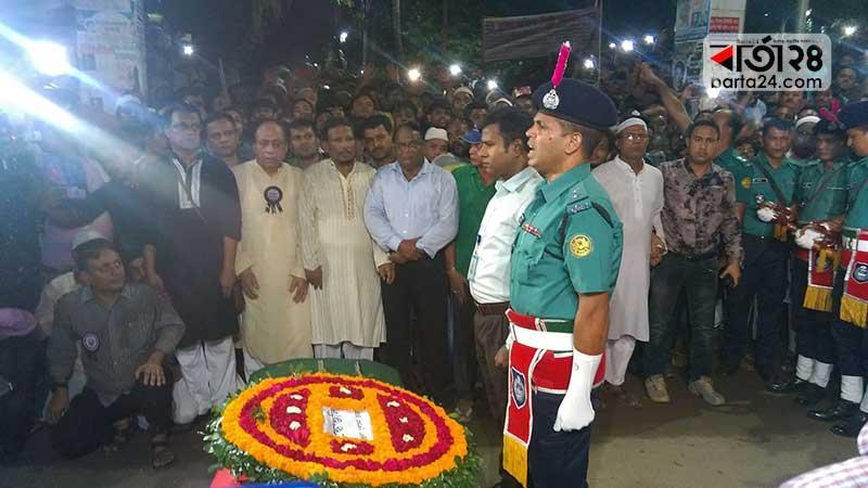 সাদেক হোসেন খোকাকে  'গার্ড অফ অনার' প্রদান/ছবি: বার্তাটোয়েন্টিফোর.কম