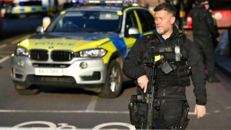 Gunshot on London Bridge terrifying the area