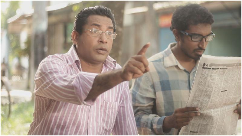 'হোসেন ভাইয়ের দোকানে আসা মানুষজন' নাটকের দৃশ্য