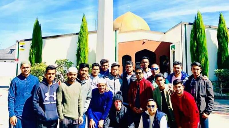 আল নূর মসজিদের সামনে ক্যামেরাবন্দী বাংলাদেশ অনূর্ধ্ব-১৯ দলের ক্রিকেটাররা, ছবি: ফেসবুক