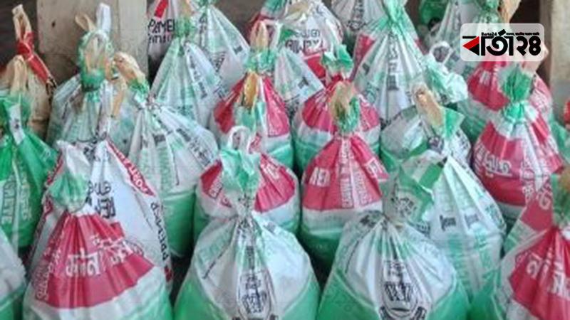 আত্মসমর্পণকৃত মহেশখালীর ৯৬ জলদস্যুর ঘরে খাদ্য সামগ্রী পাঠাল পুলিশ