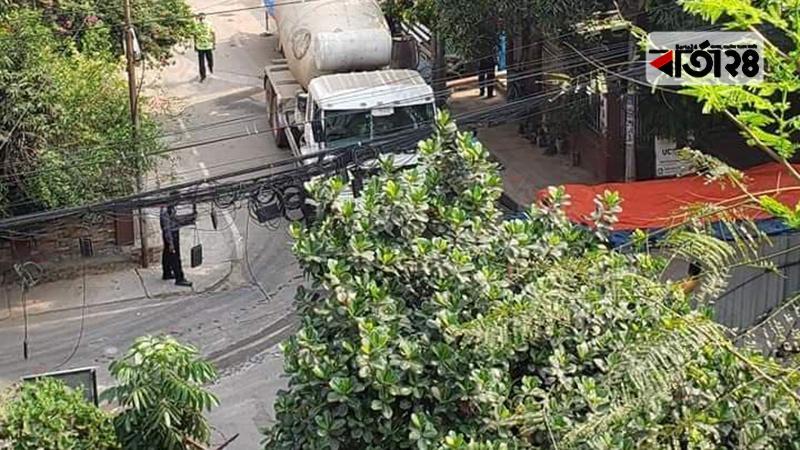 বনানীর ১৫ নম্বর রোডে চলছে বহুতল ভবন নির্মাণ কাজ