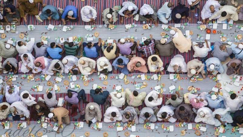 করোনার কারণে সৌদি আরবে এভাবে ইফতার আয়োজন এবার হচ্ছে না, ছবি: সংগৃহীত