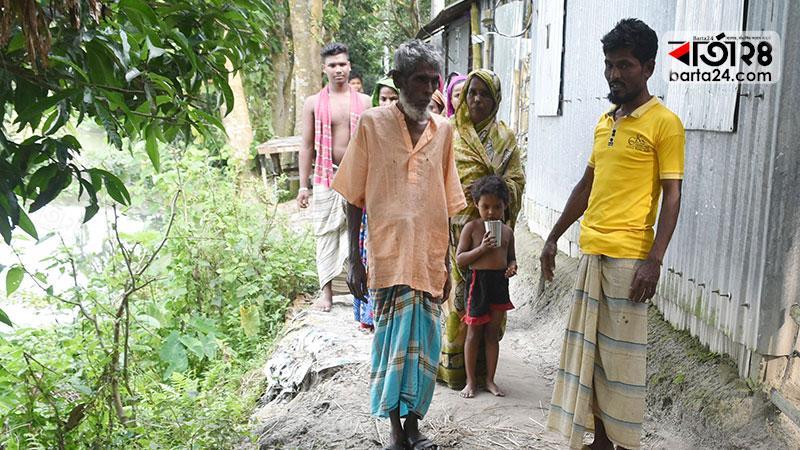 দাদন গুচ্ছগ্রামের বাসিন্দারা, ছবি: বার্তা২৪.কম