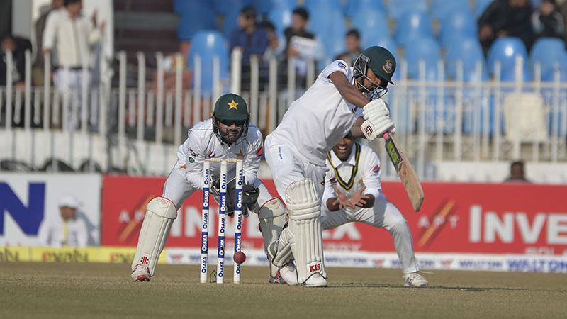 Bangladeshsuffers batting collapse on the first day inRawalpindi