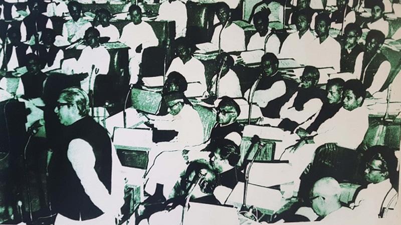 ১৯৭৩ সালে সংসদে ভাষণে দিচ্ছেন বঙ্গবন্ধু শেখ মুজিবুর রহমানের ছবি: সংগৃহীত