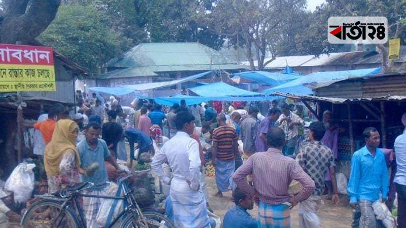 করোনা আতঙ্কেও গাইবান্ধায় হাটে উপচে পড়া ভিড়